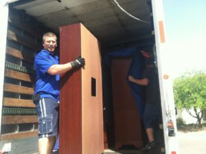 The Advantages Of Hiring A Moving Company